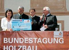 Bild1_Bundestagung_Scheckübergabe.jpg